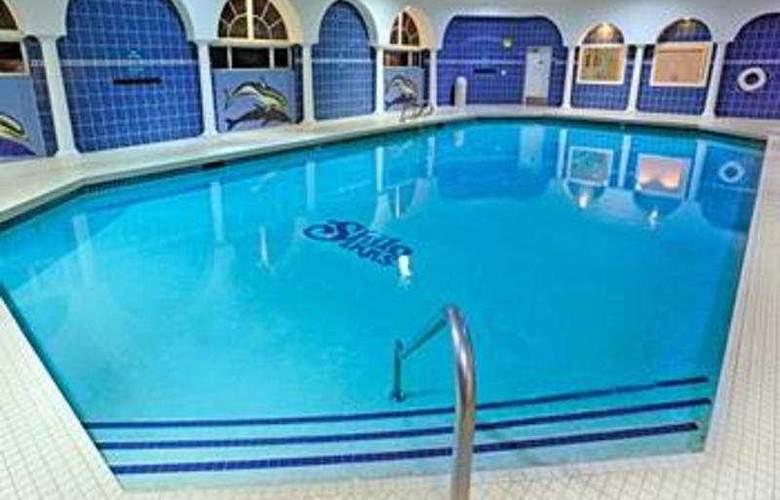 Shilo Inn Suites Ocean Shores - Pool - 3