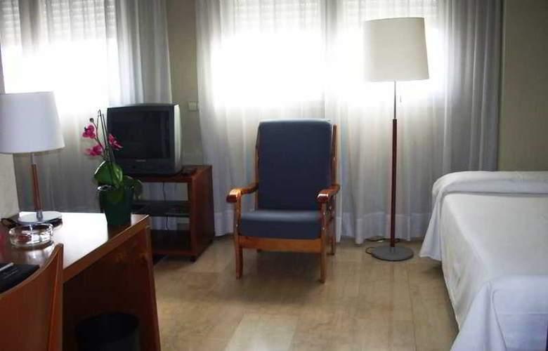 Silken Torre Garden - Room - 10