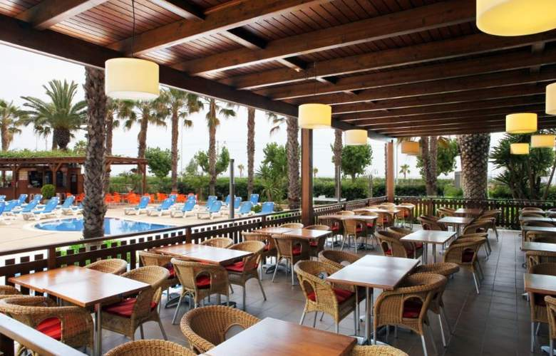 Golden Taurus Park Resort - Bar - 17