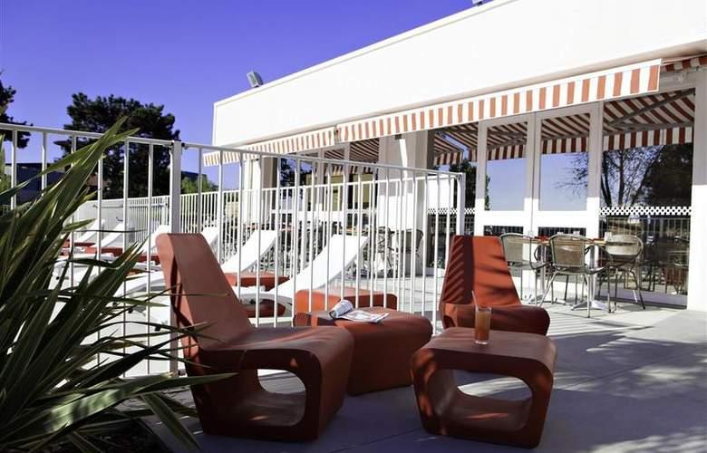 Best Western Bordeaux Aeroport - Pool - 64