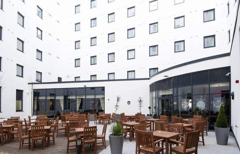 Premier Inn London Gatwick Airport North Terminal - Terrace - 7