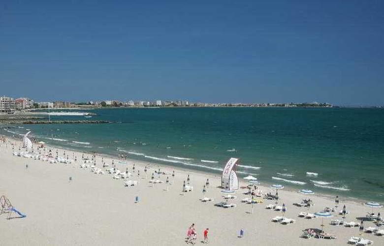 Sunset Resort - Beach - 10