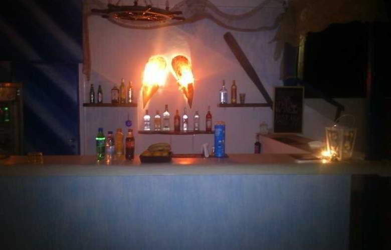 Onar Rooms & Studios - Bar - 10