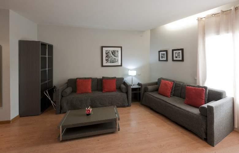 Amister Apartamentos - Room - 12