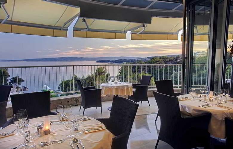 Valamar Koralj Hotel - Terrace - 9