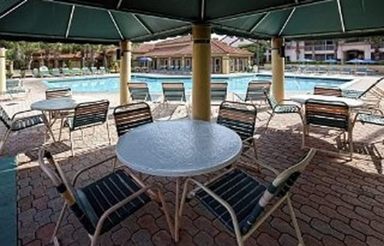 Westgate Blue Tree Resort - Terrace - 4
