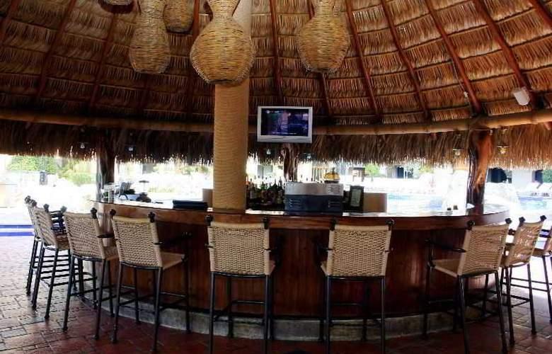 Marina Fiesta Resort & Spa All Inclusive - Bar - 16