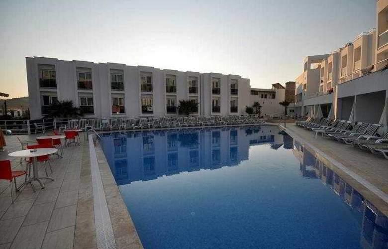 Shark Club Hotel - Pool - 10