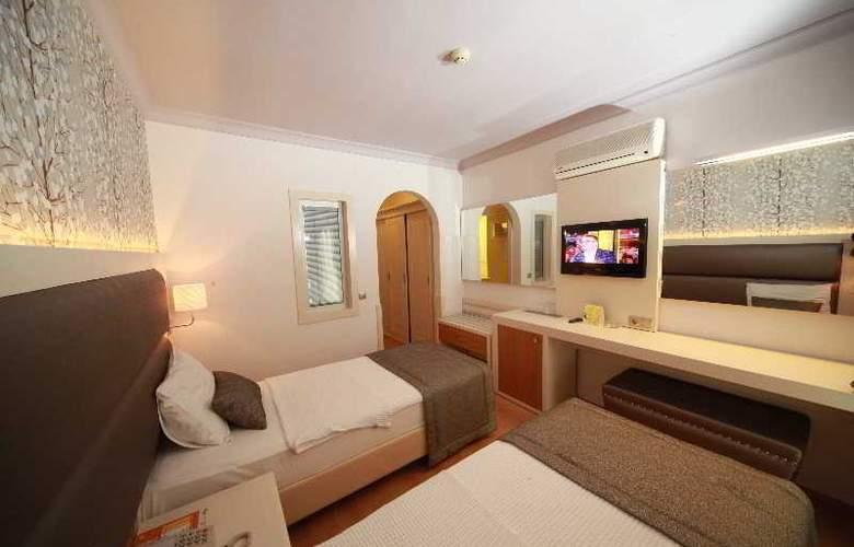 Grand Hotel Faros - Room - 2