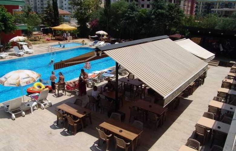 CLUB BAYAR BEACH HOTEL - Terrace - 4
