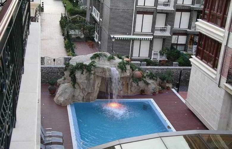 Gran Hotel Liber & Spa - Pool - 4