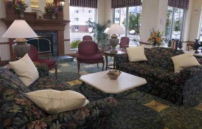 Hilton Garden Inn Bloomington - Hotel - 5