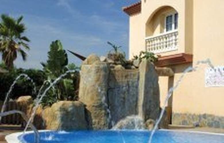 L'Hotelet - Pool - 4