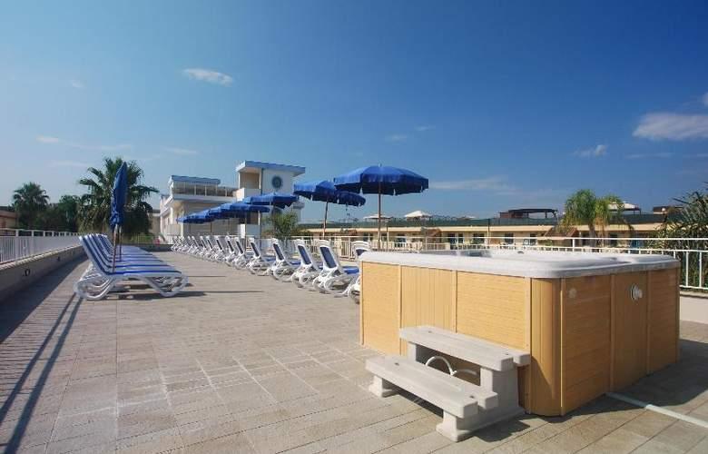 Hotel Premiere - Terrace - 33