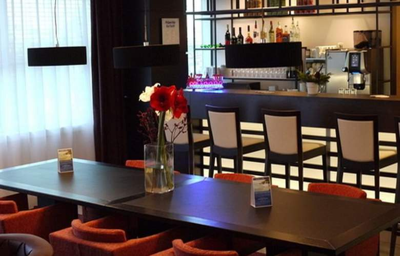 Holiday Inn Express Amsterdam-Sloterdijk Station - Bar - 5