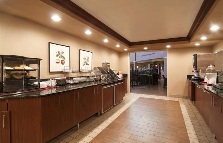 Best Western Plus White Bear Country Inn - Restaurant - 116