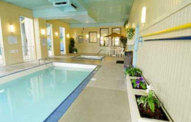 Travelodge Edmonton West - Pool - 6