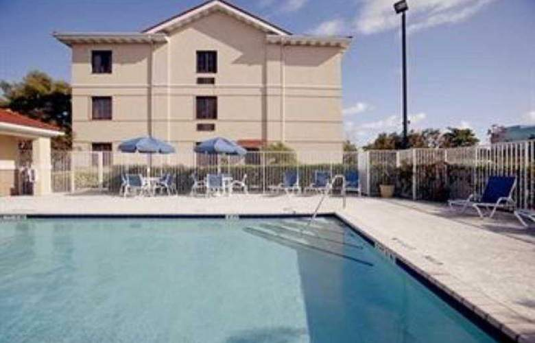 Extended Stay Deluxe Universal - Pool - 8