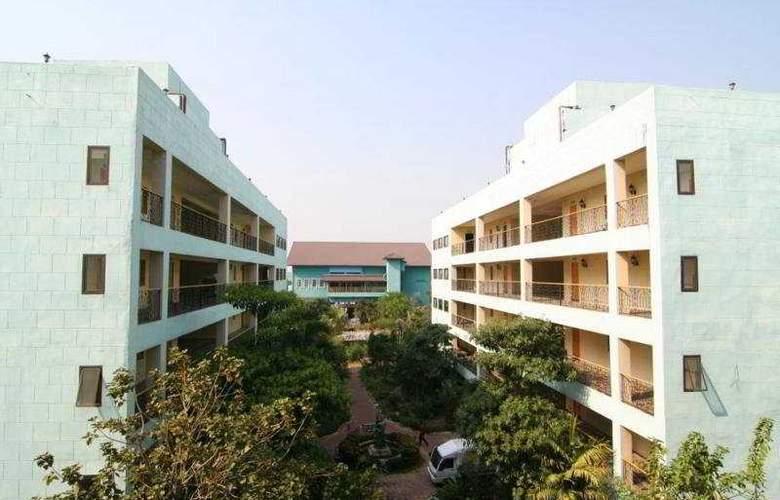13 Coins Hotel Suvarnabhumi Minburi - General - 1