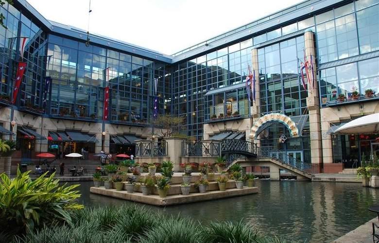Best Western Plus San Antonio East Inn & Suites - Hotel - 89