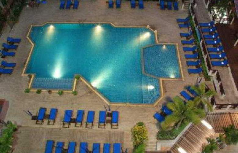 Areca Lodge Pattaya - Pool - 11