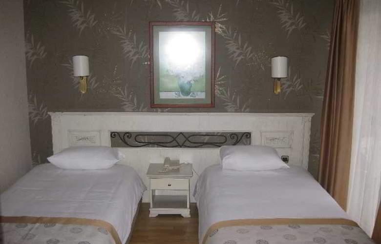 Romance - Room - 11