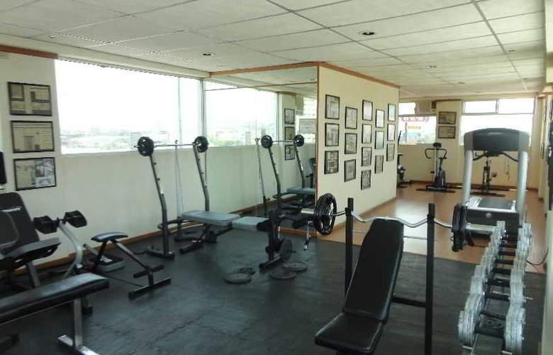 Campestre Inn Hotel & Residencias - Sport - 10