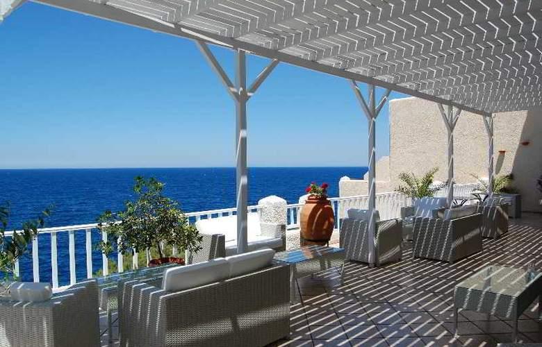 Cavos Bay Hotel & Studios - Terrace - 12