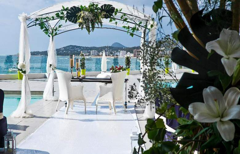 AxelBeach Ibiza Suites Apartments Spa and Beach Club - Adults Only - Terrace - 56
