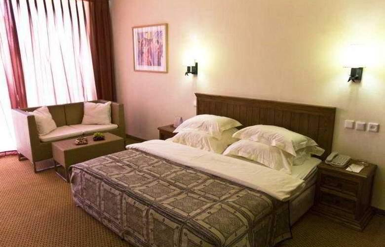Hacienda Forestview - Room - 4