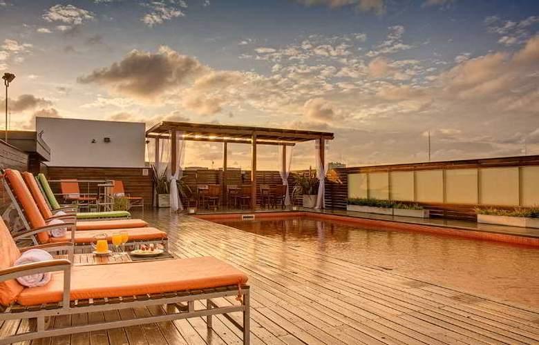 Broadway Hotel & Suites - Pool - 5