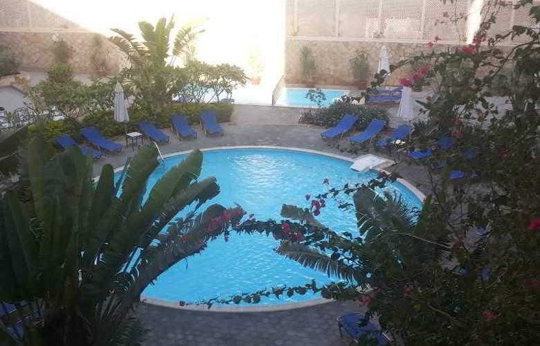 Sol Y Mar Ivory Suites - Pool - 9