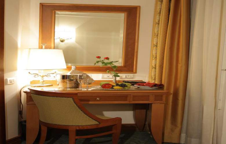 Sunrise Hotel - Room - 11