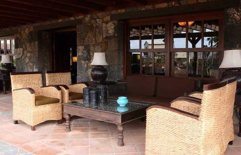 Hotel Boutique Oasis Casa Vieja - Terrace - 5