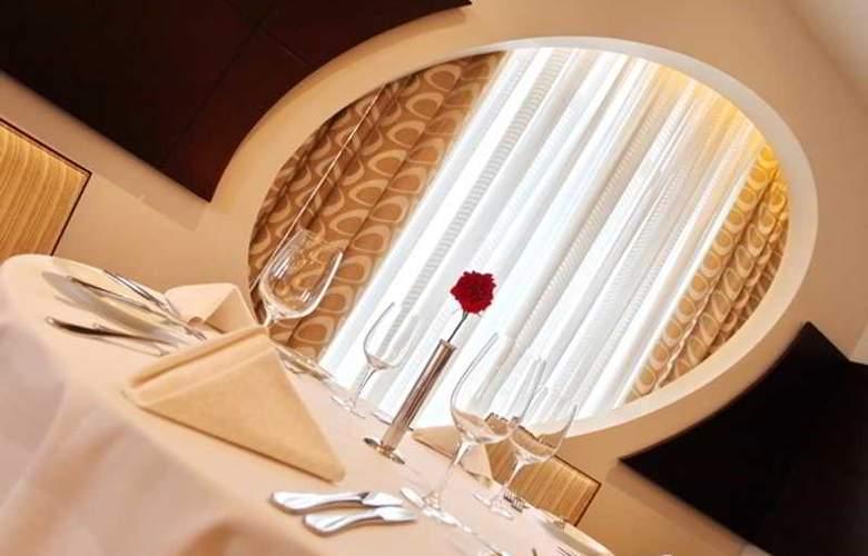 Holiday Inn Sofia - Restaurant - 67
