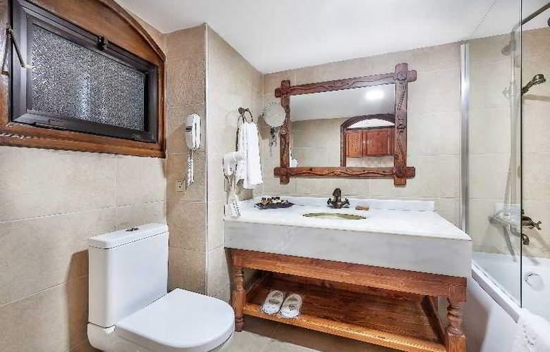 Chateau Lambousa Hotel - Room - 13