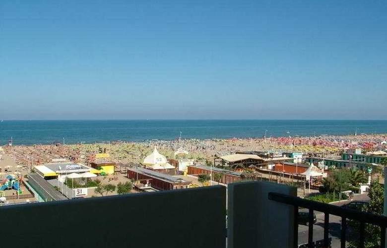 Suite Litoraneo - Beach - 5