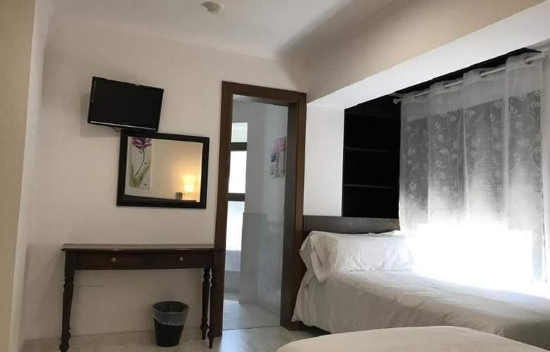 Aston - Room - 8