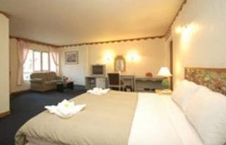 Lopburi Inn - Room - 2