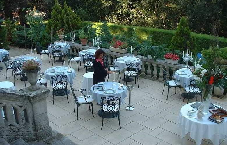 L'Orangerie du Chateau - Terrace - 8