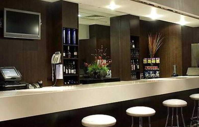 Holiday Inn Melbourne Airport - Bar - 3