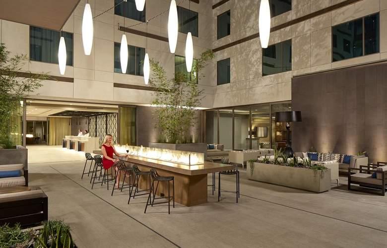 Hilton Garden Inn San Diego Downtown/Bayside - Bar - 4