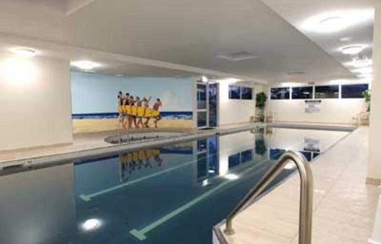 Pacific Views Resort - Pool - 5
