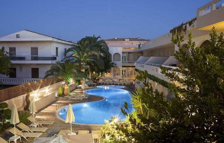 Axos Apts - Hotel - 11