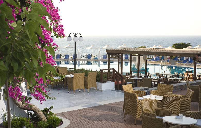 Maritimo Beach Hotel - Hotel - 0