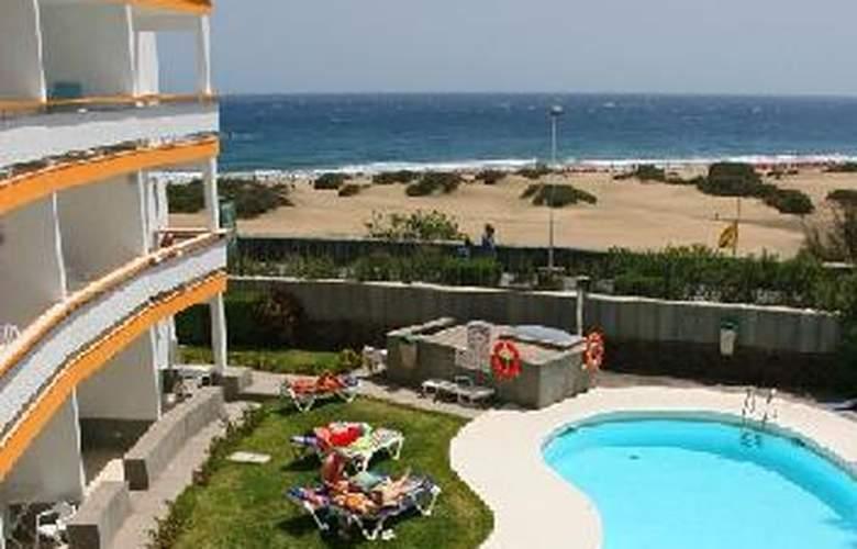 Apartamentos Arco Iris - Pool - 2
