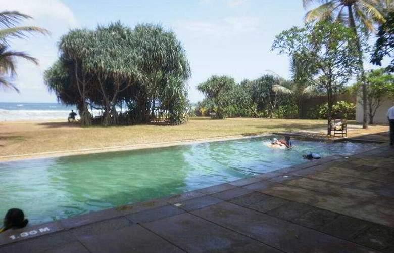 Temple Tree Resort - Pool - 4