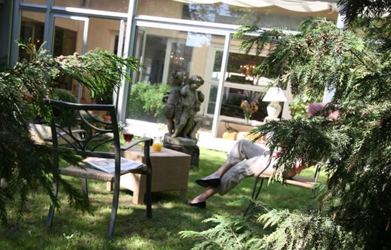 Hostellerie Saint Antoine - Terrace - 5
