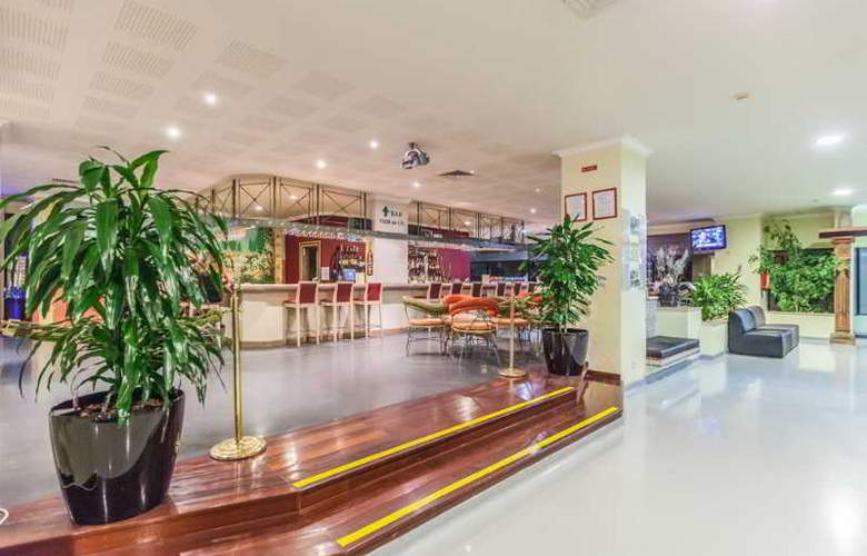 Santa Eulália Hotel Apartamento & Spa - Bar - 17