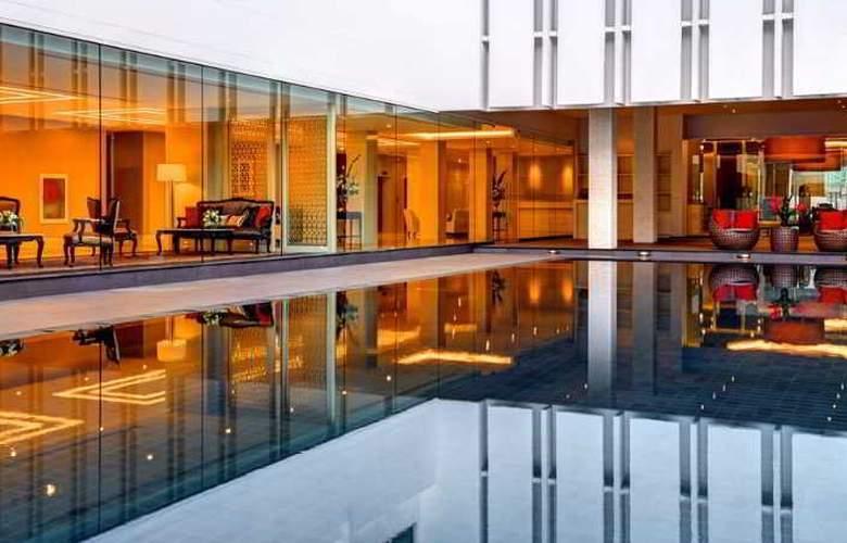 Mandarin - Pool - 16